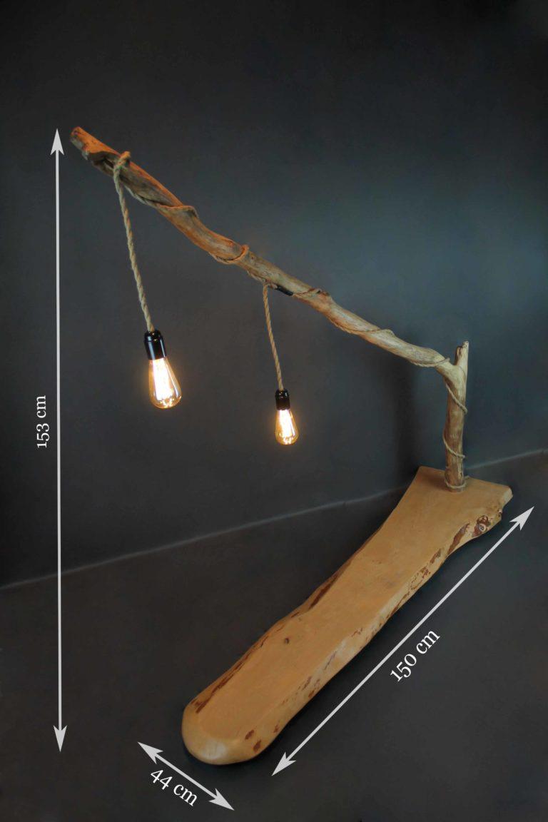grande lampe sur pied en bois flotté